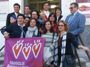 Sabato 17 maggio alle ore 10,00 presso gli uffici preposti al servizio, il Presidente del Municipio Valerio Barletta ha accolto due coppie, una di sesso maschile e una di sesso femminile che hanno effettuato l'Iscrizione al Registro delle Unioni civili appena istituito
